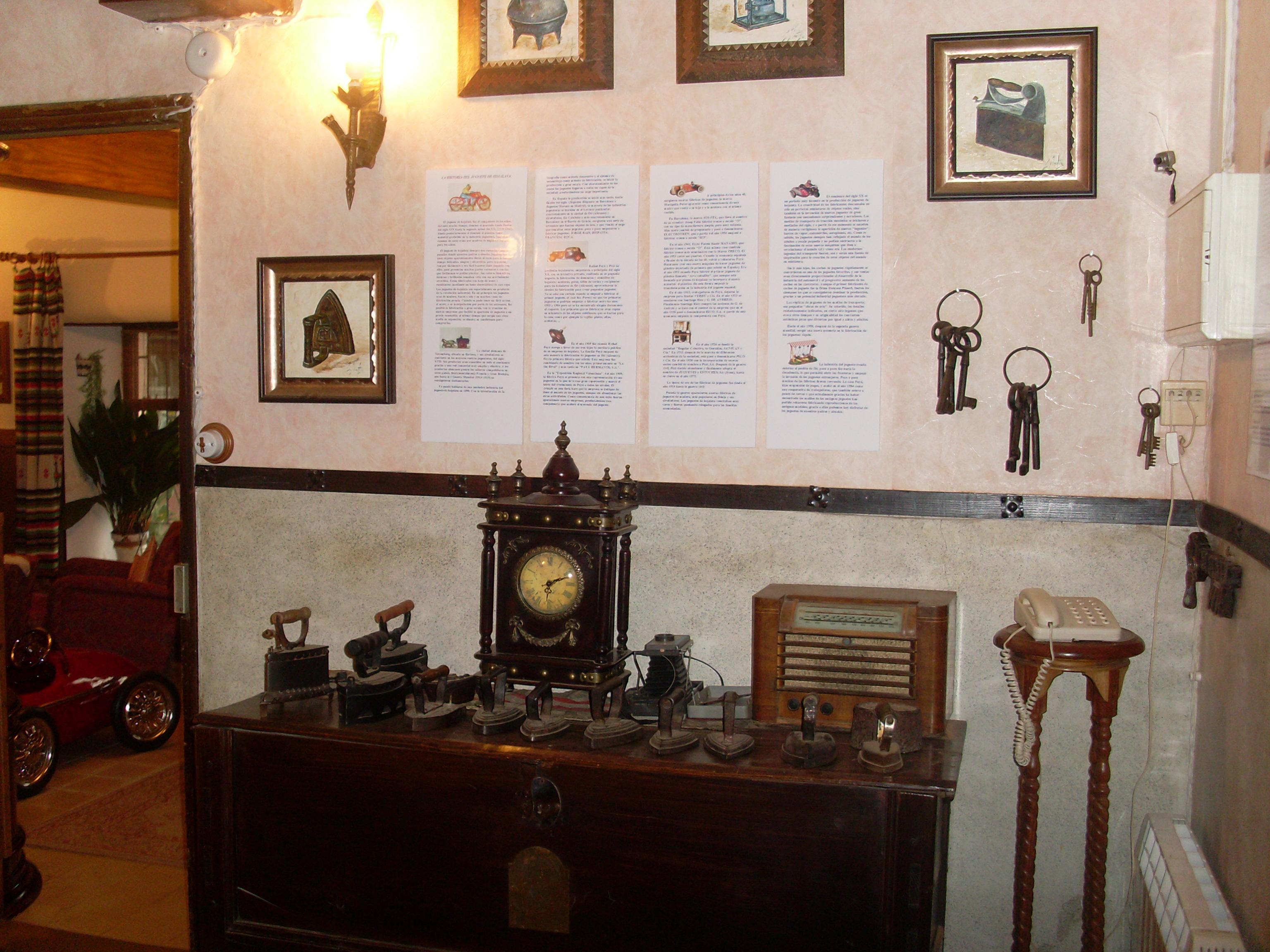 Casa De Las Flores Museo Del Juguete De Hojalata Candeleda  # Muebles Hojalata